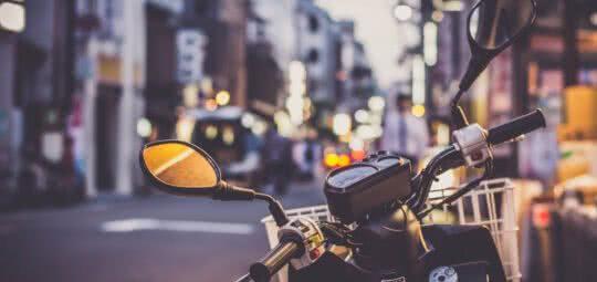Guardar dinheiro para comprar moto: o que preciso saber