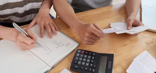 Manual para sair das dívidas e começar a guardar dinheiro